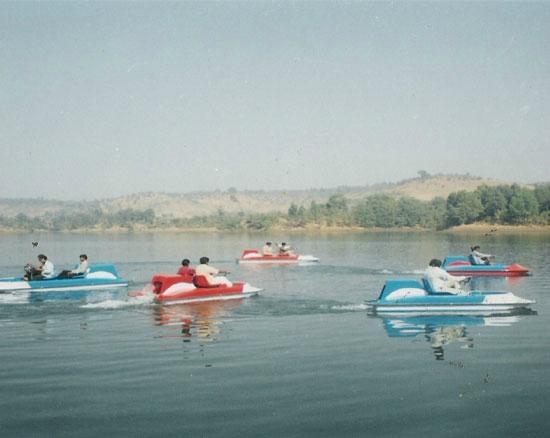 Harshgiri Lake Resort: Boating in lake