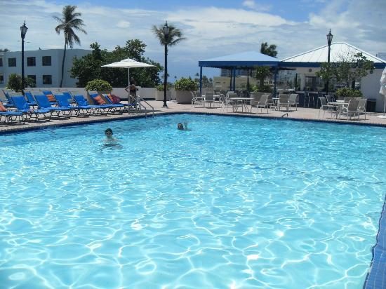 Pool Amp Bar Picture Of Bahia Mar Fort Lauderdale Beach A Doubletree By Hilton Hotel Fort