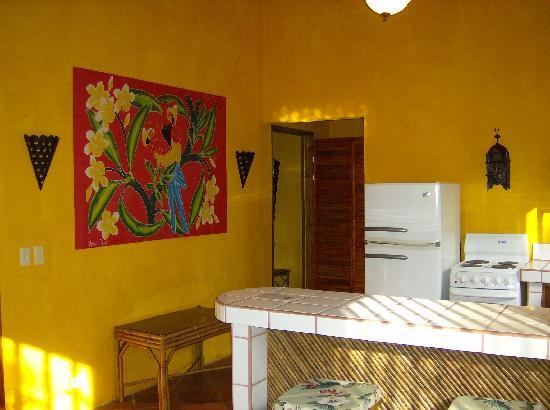 Hotel La Palapa Eco Lodge Resort: Bungalow Living room.