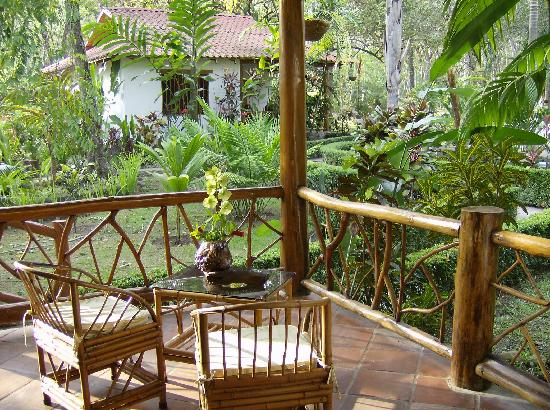 Hotel La Palapa Eco Lodge Resort: Bungalow terrace