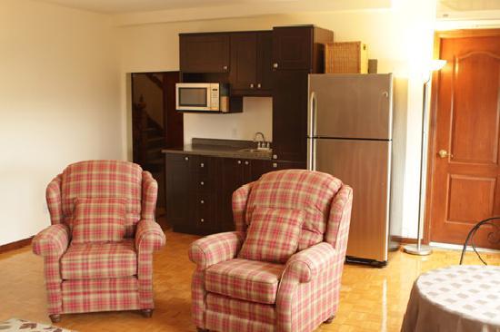 Auberge de la Place Royale: King suite with kitchenette