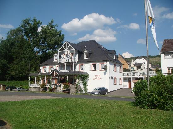 Hotel Zum Anker: Outside view of the hotel.