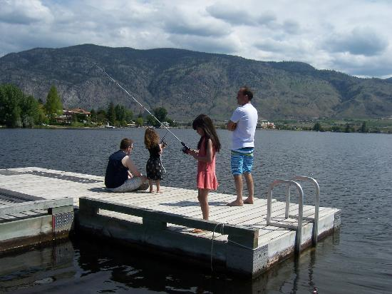 Safari Beach Condo Resort: FAMILY FISHING OFF THE DOCK
