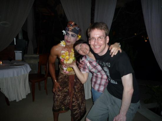 Moon Villas : Photo with local dancer at the villa party