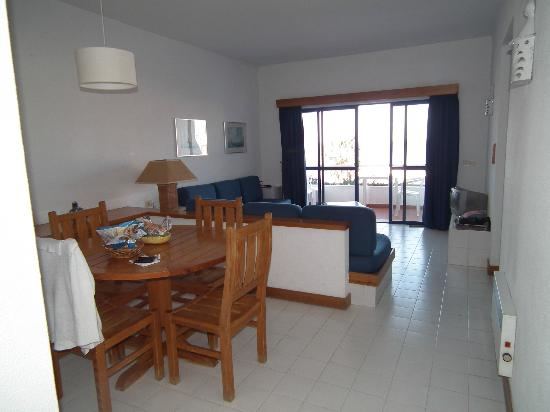 Hotel Almar: Dining/living area
