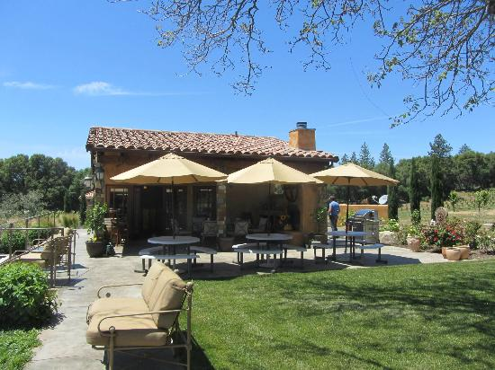 Il Gioiello Winery and Morse Wines: The new tasting room with plenty of space for picnickers.