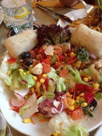 Cafe & Bar Celona: salad