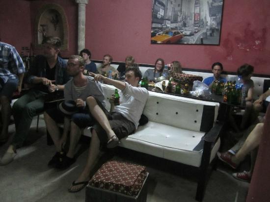 Essaouira Youth Hostel & Social Travel: Champions League Finale in der Bar (die auch Bier hat)