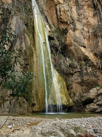 Koutsounari, Yunani: Waterfalls of Mylonas, do not miss it!