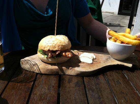 Maltsters: Chicken pesto burger