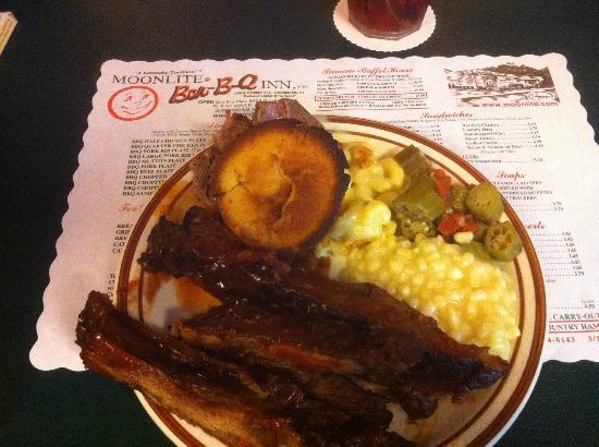 Moonlite Bar-B-Q Inn: Now that's some good eatin' !