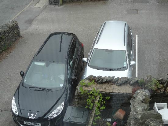 Holly-Wood Guest House: Car parking at its finest.