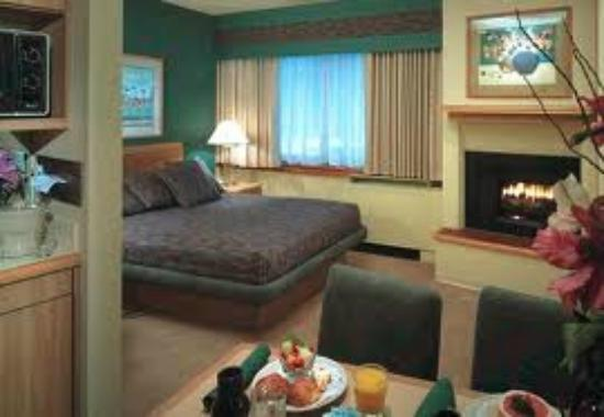 Tahoe Seasons Resort: The rooms... are comfy and home like