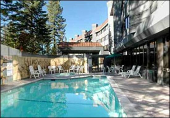 Tahoe Seasons Resort: The pool is a good size