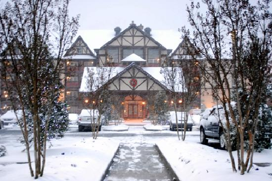 The Inn at Christmas Place: A beautiful snowy day.