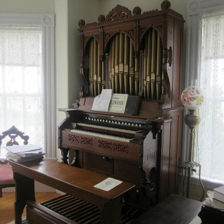 Kilby House Inn: pipe organ