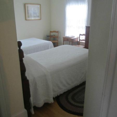 Kilby House Inn: twin bedroom #3