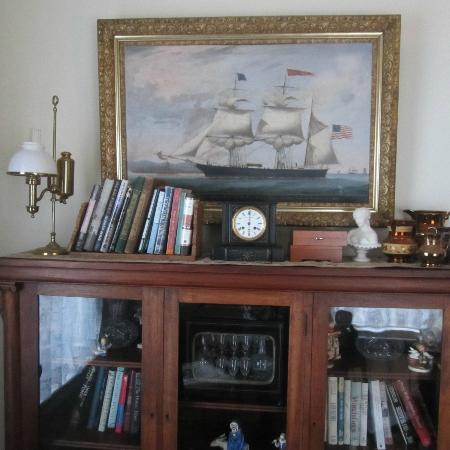 Kilby House Inn: antiques