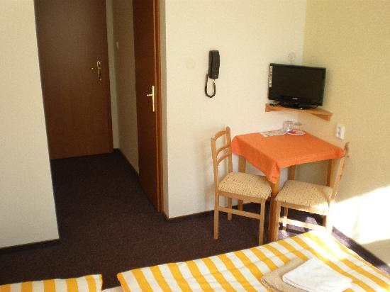 HOLIDAY HOME - Hotel, Pension : double room