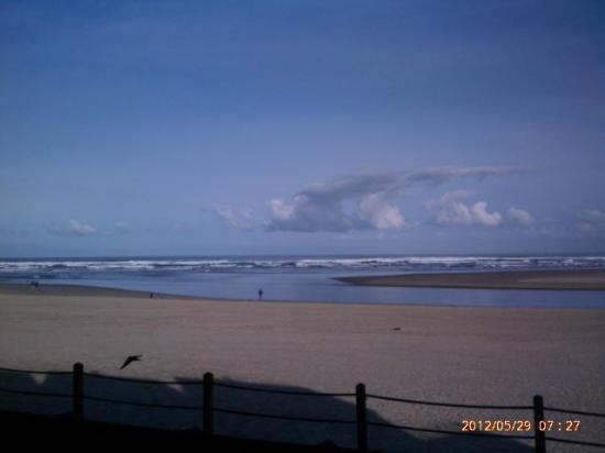 ذا وايفز / ذي أرجوناوتا إن / ذا وايت هيرون لودج: Memorial Day sun-filled beach walk