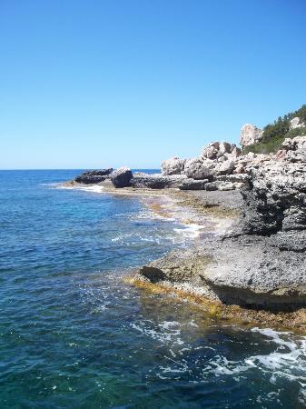 Club Vista Bahia : rocky beach at hotel