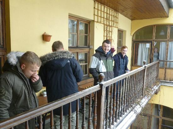Intro Hostel : Balcony!