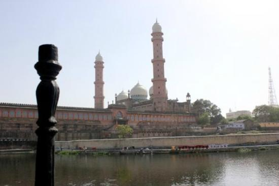 Bhopal, India: A side view of the mosque..