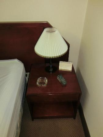 Costa Rica Tennis Club & Hotel: ashtray next to the bed