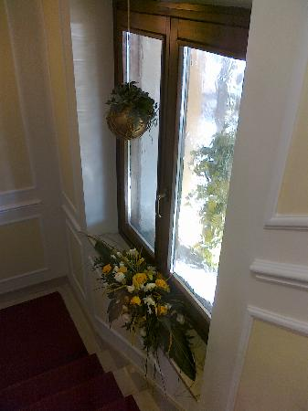 Residenza Paolo VI: Везде цветы!