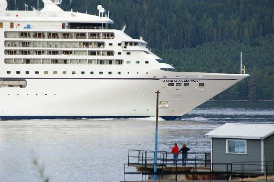 Brown's Bay Resort: located along the cruise ship passage to Alaska