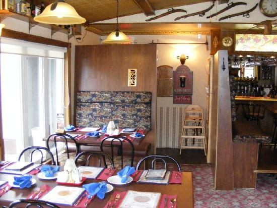 Tanner's Inn & Dining : A comfy booth