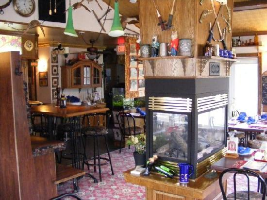Tanner's Inn & Dining: Cozy Sit By The Fireplace
