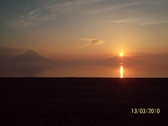 Restaurante El Navegante: Sunrise island / Amaneciendo de la Isla de Ometepe