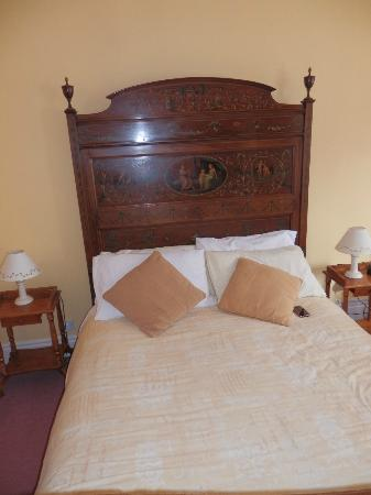 Kylemore House: A beautiful, super bed
