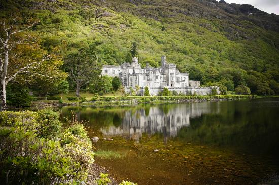 Kylemore House: Kylemore Abbey - the beautifulest place in the world