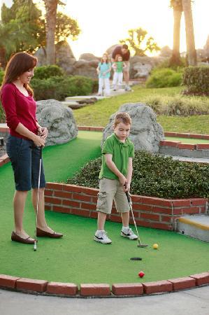 Family Fun Center : 18 Hole Adventure Golf Course