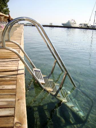 Atami Hotel: comme une piscine d'eau de mer...translucide et si chaude !