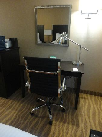Park Inn By Radisson Toronto-Markham: desk