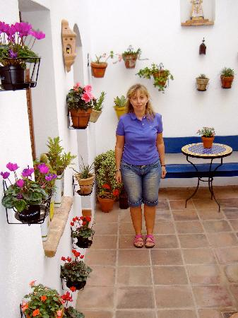 La Morada Mas Hermosa Hotel: Here is the owner - the sweetest, most helpful friend you will have in the South of Spain!