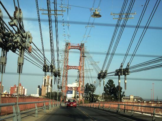 Suspended Bridge: Pasando el puente