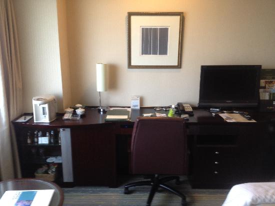 Desk in bedroom - Picture of Royal Park Hotel, Chuo - TripAdvisor