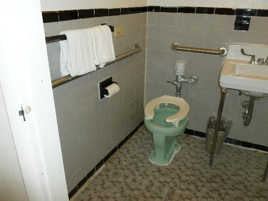 International Inn on the Bay: Raised medical toilet seat on old green toilet