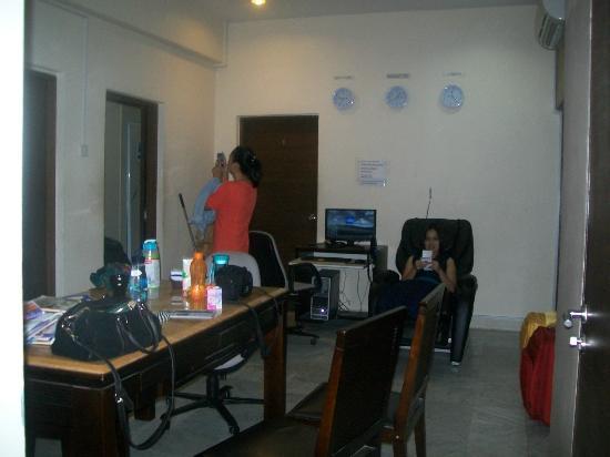 98SG: Dining room