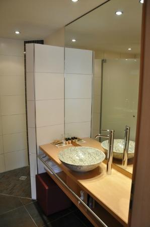 Hotel Sonne: Large Bath