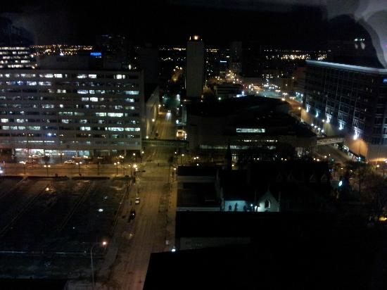 Radisson Hotel Winnipeg Downtown: night city view (it is more blah when it is bright out)
