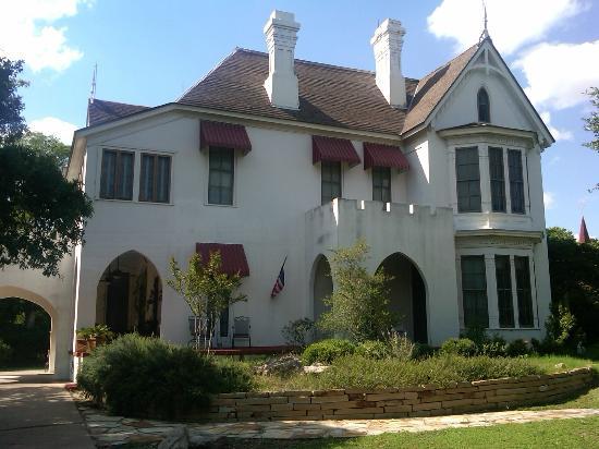 Brendan Manor: Exterior