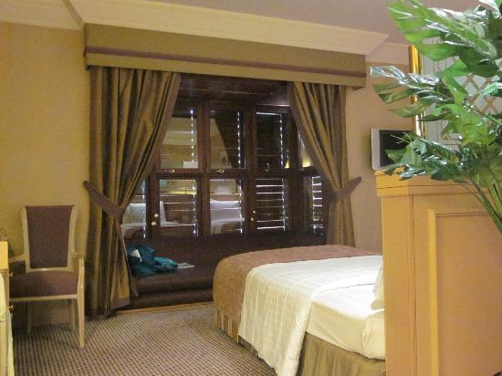 Hilton Makkah: Sleeping area of the suite and the sitting area by the window can double up as an extra bed.
