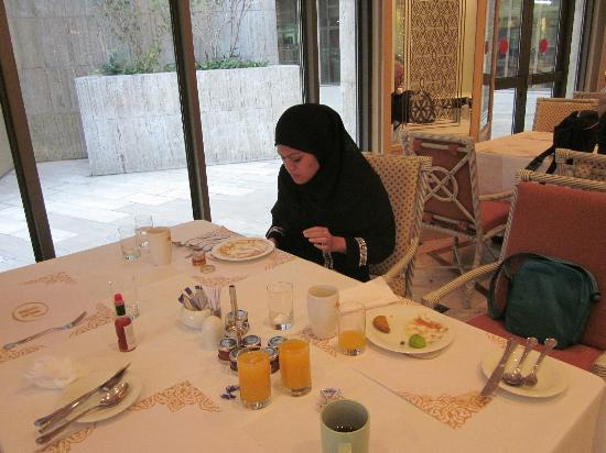Hilton Makkah: The restaurant where we have our daily buffet breakfast