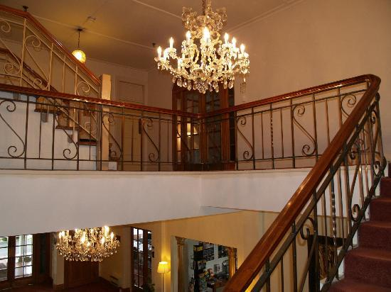 Waitomo Caves Hotel: Stairs