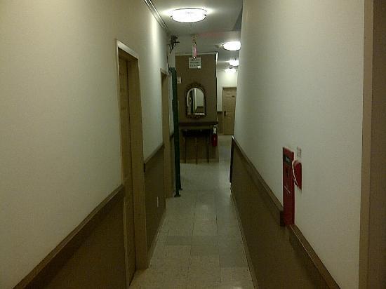 Americana Inn: de gang naar de hotelkamer